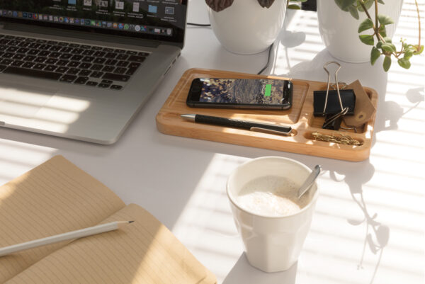 Bamboe desk organizer met 5W draadloze oplader